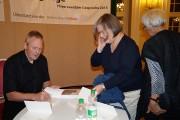 Olaf Kühl signiert sein Buch und findet bei den Hörern großen Anklang