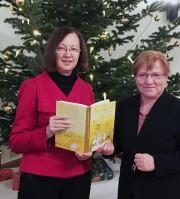 Róźa Domašcyna und Maria Matschie beim Hoyerswerdaer Kunstverein, (von links)
