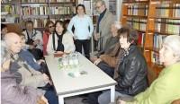 Mit den Gästen in der Reimann-Begegnungsstätte Hoyerswerda. Foto: Mandy Decker