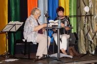 Helene Schmidt und Angela Potowski lesen Text von Brigitte Reimann. 2018 gemeinsame Veranstaltung von Kulturfabrik und Kunstverein Hoyerswerds