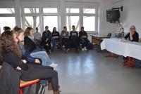 Marica Bodrožić liest vor Schülern am Foucault-Gymnasium in Hoyerswerda 2016