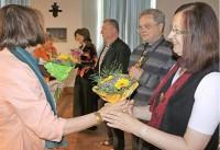 Blumen gab es zum Dank für eine gelungene Matinee für die Autorin und Nachdichterin Roza Domascyna sowie den Klarinettisten und Saxofonisten Gerold Gnausch, den Komponisten Jan Cyz sowie die Sopranistin Anna Korondi.Foto: Mandy Decker/mdr1