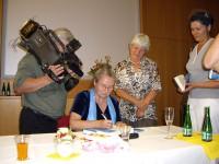 Waltraud Skoddow signiert ihre Bücher nach eine Lesung in Schwarze Pumpe 2012