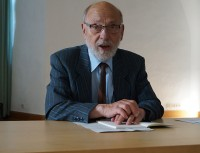 """Prof. Dr. Peter Stosiek liest beim Hoyerswerdaer Kunstverein aus seinem Erzählband """"Tollwut"""". 2018"""