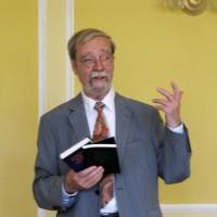 Martin Schmidt ermuntert zum Lesen der Bücher von Czeslaw Milosz