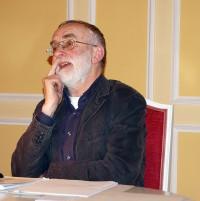 Jürgen Israel. Den Zuhörern muss er im anschließenden Gespräch viele Fragen beantworten.