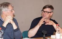 Jaroslav Rudiš (rechts) liest 2019 beim Hoyerswerdaer Kunstverein, Mirko Schwanitz moderiert.