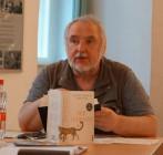 """Uwe Jordan, 2021 Lesung beim Hoyerswerdaer Kunstverein. Thema: """"Der Leopard"""" von Giuseppe Tomasi di Lampedusa"""