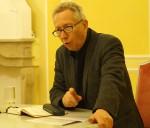 """Michael G. Fritz liest aus seinem Roman """"Ein bisschen wie Gott"""", der die Überwachung in unterschiedlichen staatlichen Systemen zum Thema hat."""