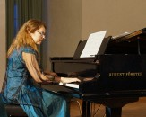 """Pianistin Heidemarie Wiesner, 2020 im """"Besonderen Konzert zur Jahreswende"""" im Schloss Hoyerswerda"""