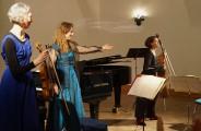 """""""Das besondere Konzert zur Jahreswende """" 2020. Von links: Elise Elvers, Heidemarie Wiesner, Linda Mantcheva."""